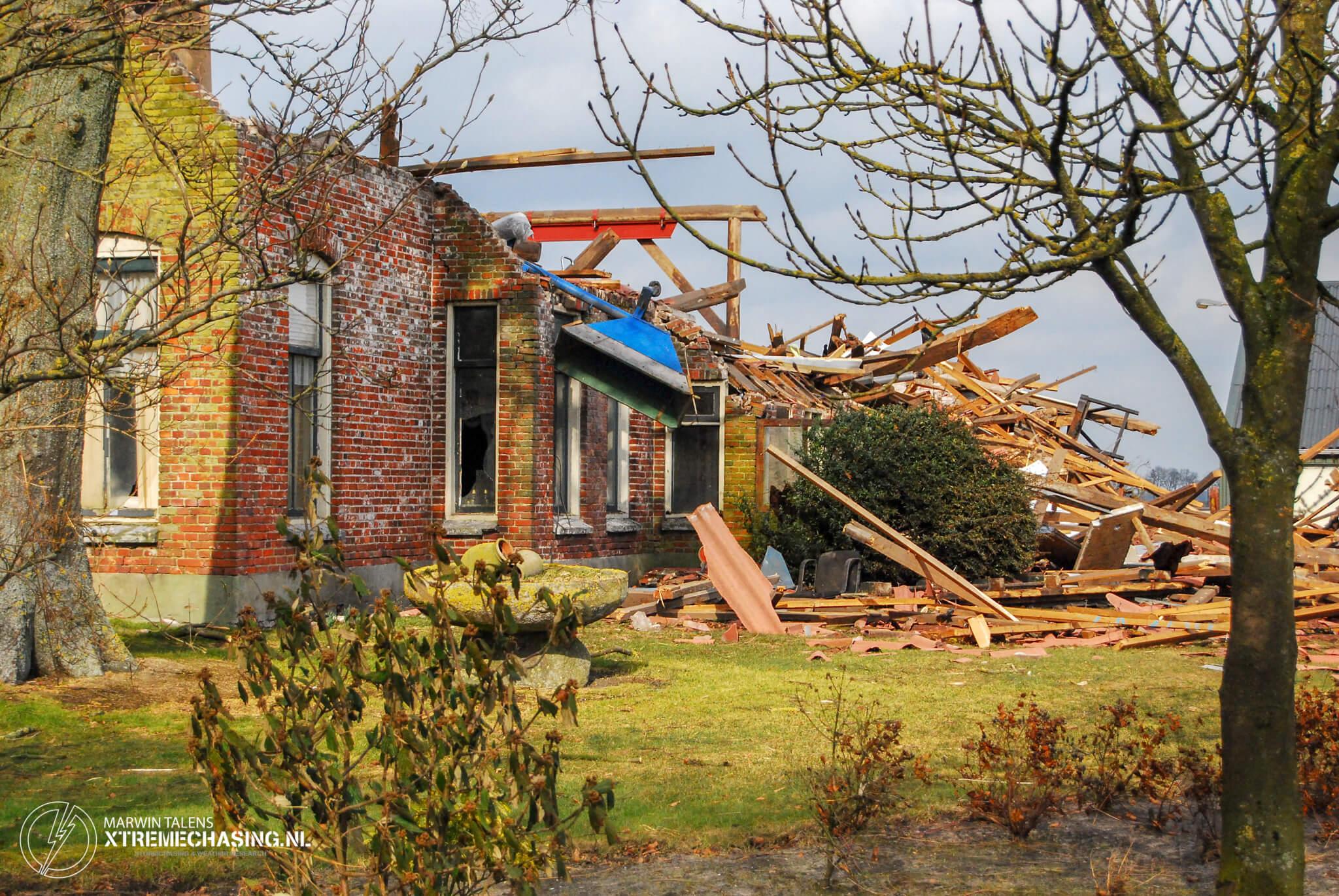 Enorme schade boerderij na vangst van mogelijke tornado in Sibculo